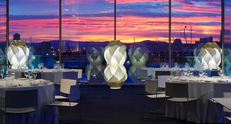 Muebles y l mparas modernas y de dise o para resturantes for Restaurantes modernos exterior